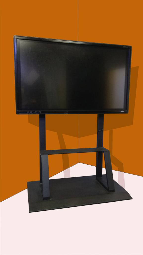 Сенсорная панель. Размер экрана 55 дюймов.